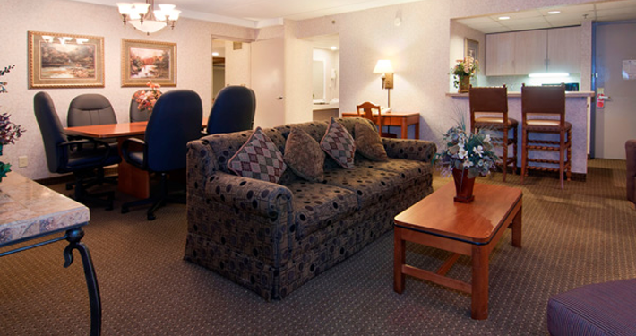 Best Western Kelly Inn Plymouth MN Seating Area